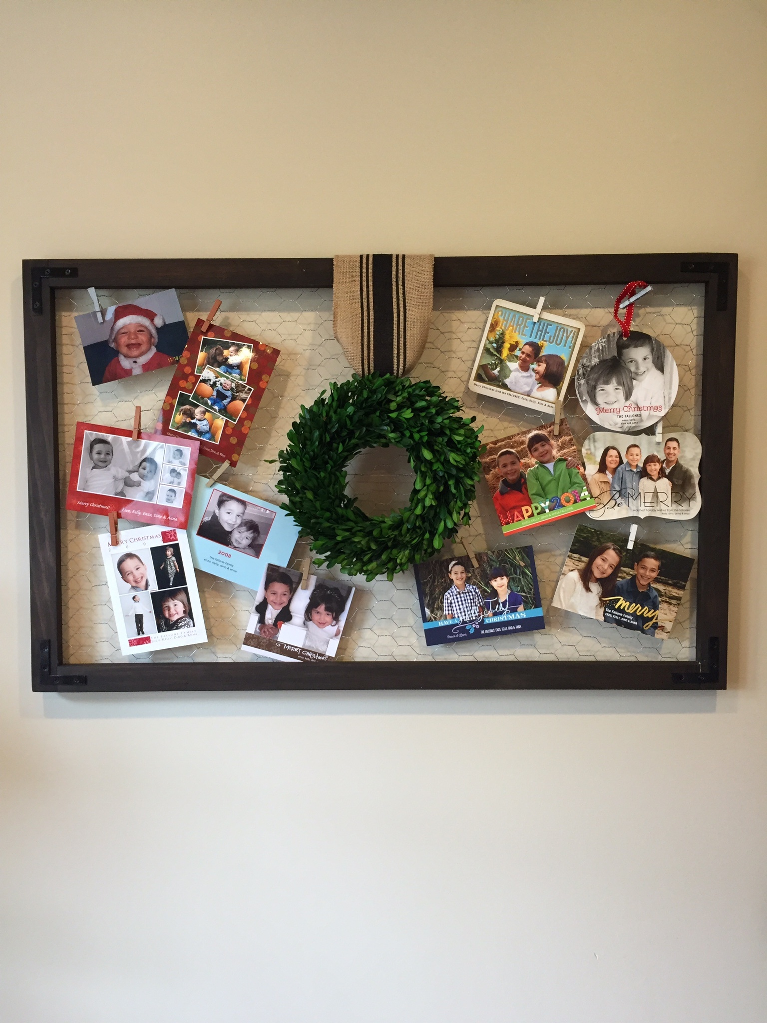 Chicken Wire Christmas Card Display – Lefty Loosey